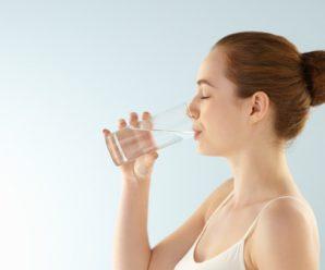 Beneficios de beber agua en ayunas, ¿para que sirve?