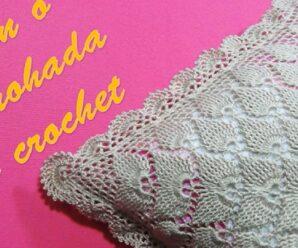 Cojín o Almohada a crochet en Puntos Hojas en Relieves y Pavo Real